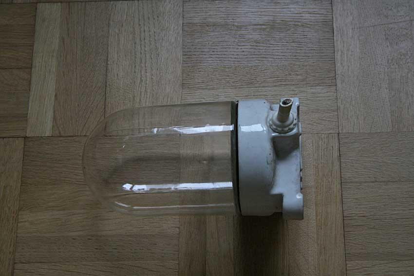 alte kellerlampe dachbodenlampe porzellan und glas um 1955 im guter zustand ebay. Black Bedroom Furniture Sets. Home Design Ideas